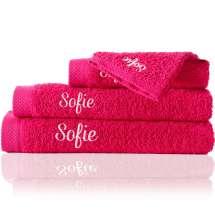 En strandhandduk (100x150 cm),<br /> En badhandduk (70x140 cm),<br /> En handduk (50x100 cm),<br /> och en tvättlapp (30x30 cm). <br /> Ett handdukset för perfekt harmoni på badrummet. Den exklusiva gåvan till en som fyller år.   <i>Beställ en ännu finare gåva med samma namn och färg. Detta är ett set med en strandhandduk, en badhandduk, en mellanstor handduk och en tvättlapp, så du alltid har ett till hands.</i>