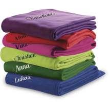 Vår eleganta klassiska fleecepläd som passar lika bra till flickrummet som till soffan! Välj mellan 7 färger.