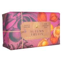 The English Soap Company firar sitt 20-årsjubileum av tvåltillverkning. Jubileumssamlingen använder en modern design och ett varierat urval av deras mest populära dofttvålar. En härlig tvål med vårdande ingredienser, bland annat Sheasmör som är känt för sina återfuktande egenskaper. Doftar fantastiskt! Inpackade i modern och vacker design.<br/> En återfuktande sheasmörtvål med varm djupfruktig parfym med toner av apelsin, ananas och rabarber. Stämningsfullt som en engelsk häck om hösten.<br/><br/>